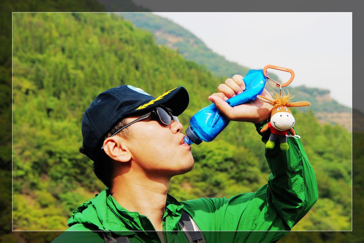 水袋也能保温了这下不用喝冷水了---CamelBak Chill Flask双层保温软身瓶体验
