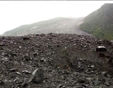出行驴友注意安全,四川茂县山体垮塌百余人被埋